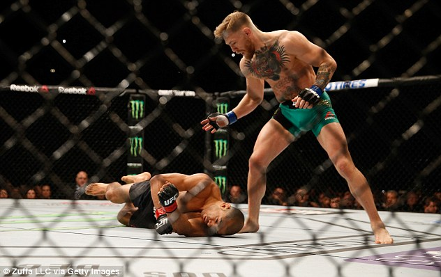 2F54B80600000578-3358607-McGregor_stands_over_Aldo_after_the_Brazilian_face_plants_on_to_-a-28_1450046088951