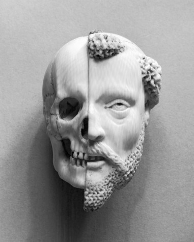 French_-_Pendant_with_a_Monk_and_Death_-_Walters_71461