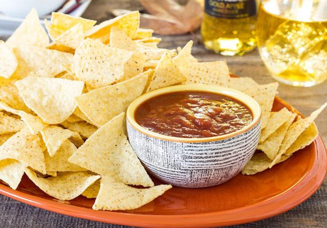 Impromptu-Party-Essentials_Strongbow_LMellor_chips-and-salsa_660x460
