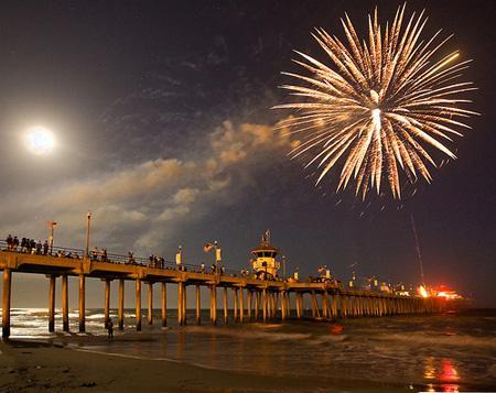 HB-Pier-Fireworks